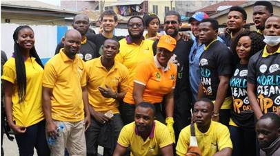 staff of Lumos solar energy Nigeria Clean up event